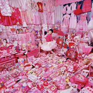 Jeeyoo-and-Her-Pink-Thing_m