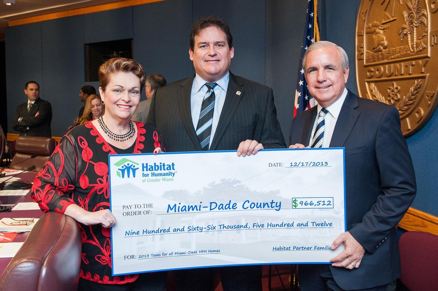 Pictured (L to R): Miami-Dade County Commission Chairwoman Rebeca Sosa, Habitat Miami CEO Mario Artecona and Miami-Dade Mayor Carlos Gimenez.